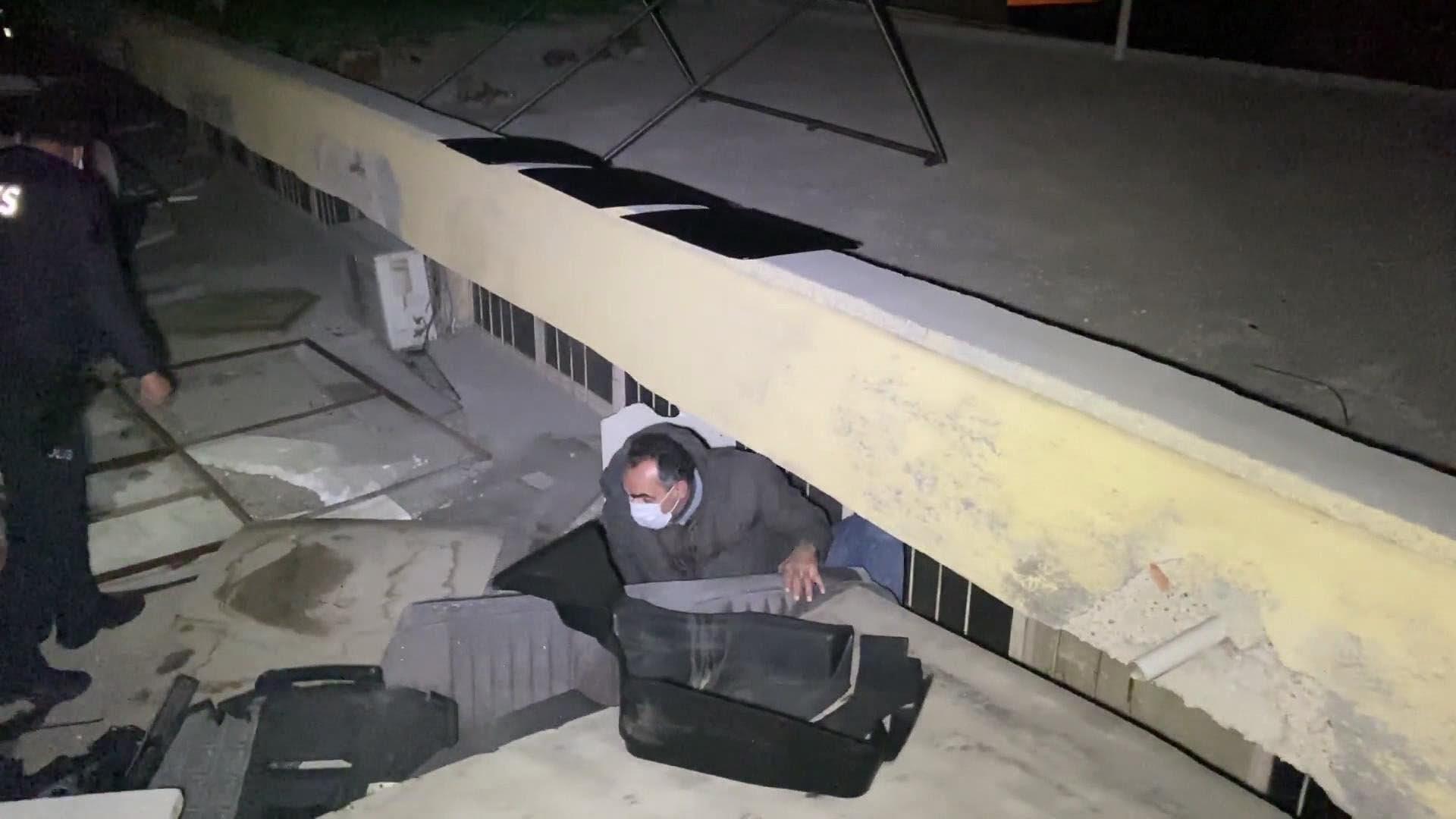 Konya'da Suriyelinin işlettiği pavyonda eğlence kaçakları çatıda yakalandı